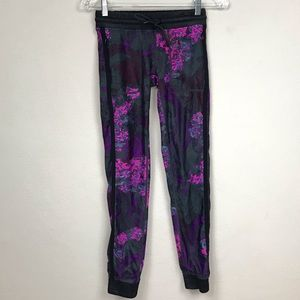 Fabletics NWOT Floral Joggers w/ Zip Pockets XXS